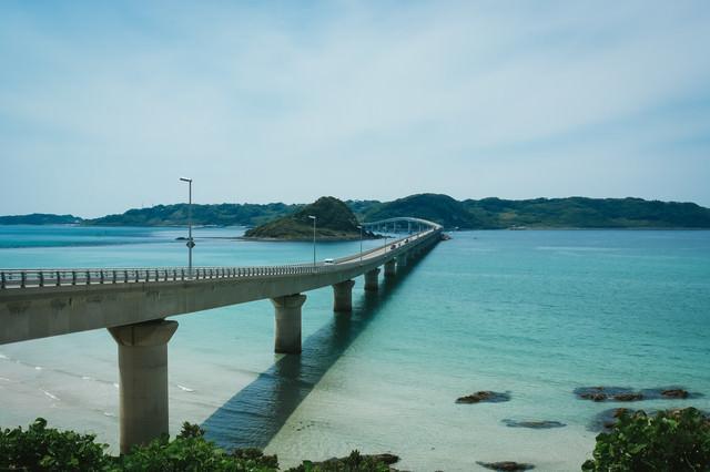 公園駐車場から見る角島大橋の写真