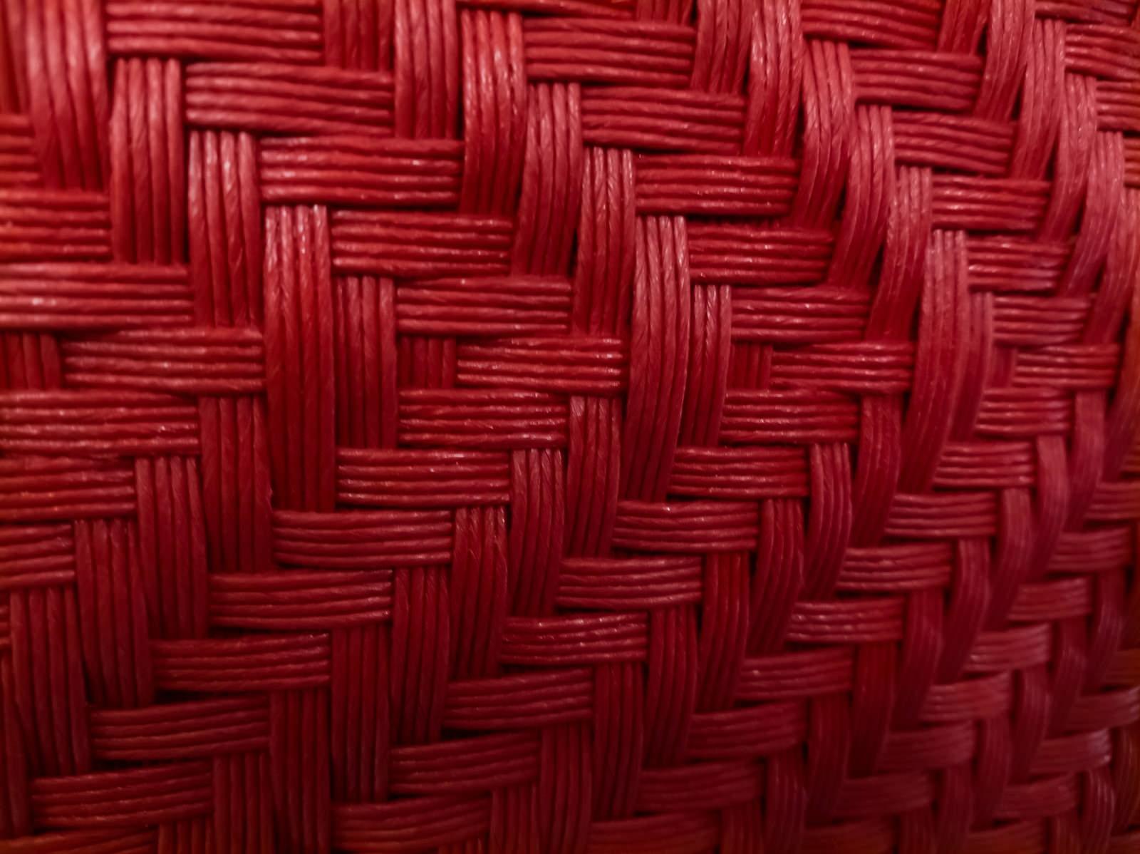 「深い赤色の編み目(テクスチャ)」の写真