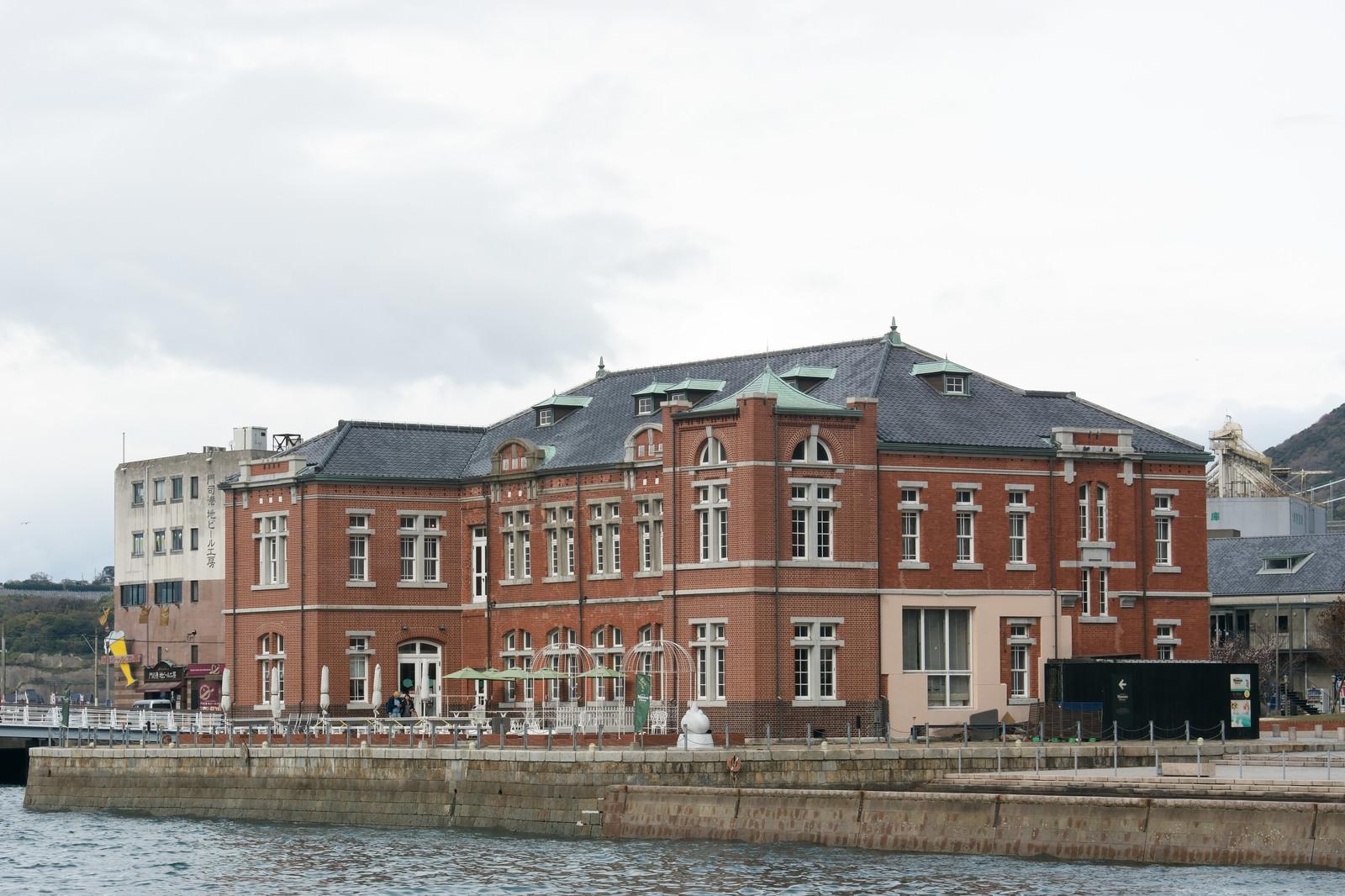 「曇り空の旧門司税関」の写真