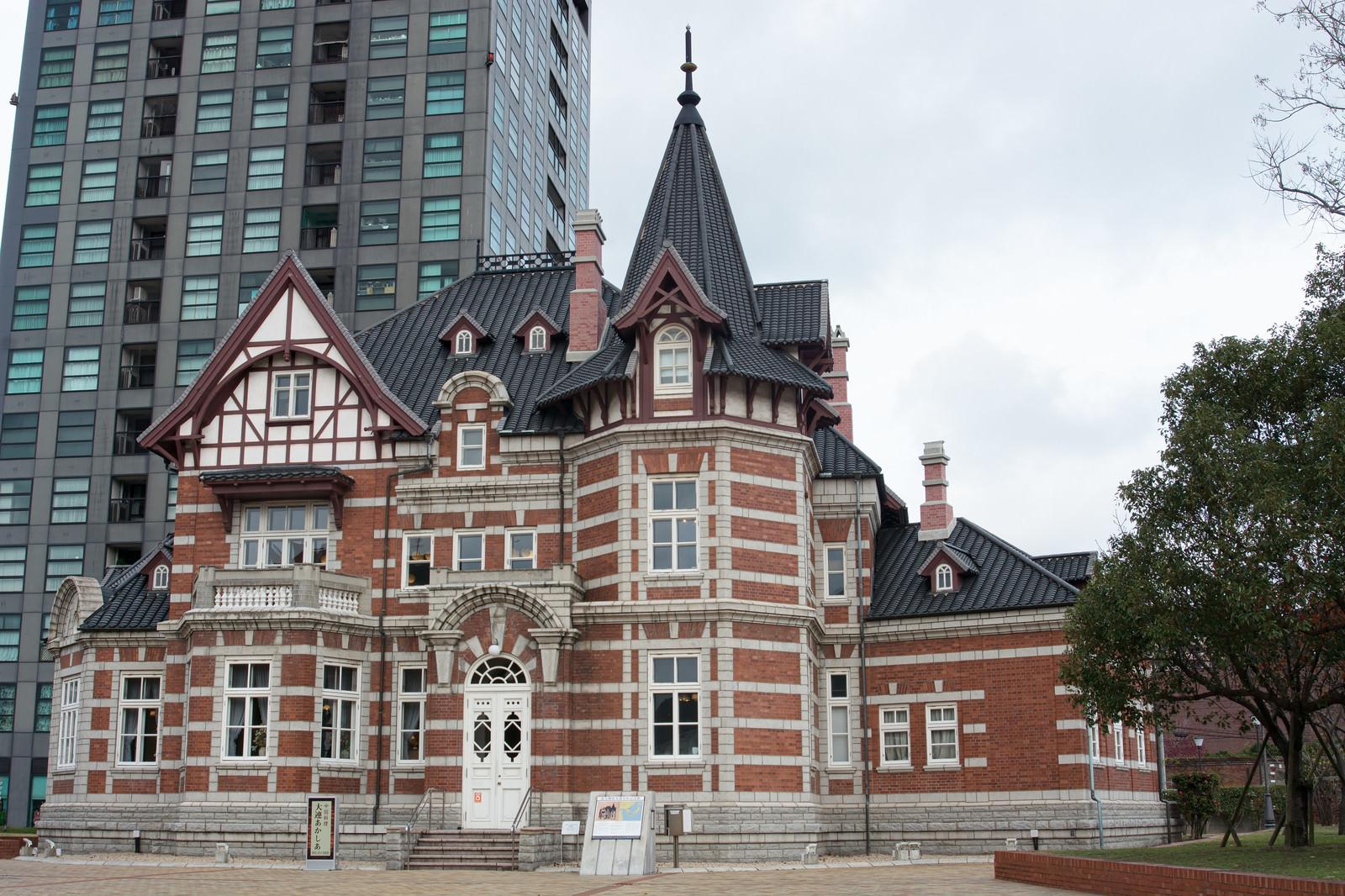 「門司港レトロのオシャレな建物(国際友好記念図書館)」の写真